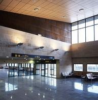 AENA investigará un aterrizaje no previsto en el aeropuerto el día de su inauguración